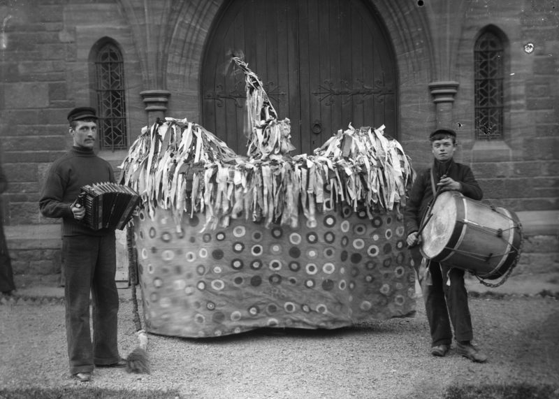Hobby Horse with two drummers